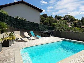 Villa avec piscine chauffee, 15 min a pied de la plage