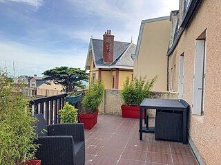 Appartement en duplex avec terrasse, 400m plage et centre