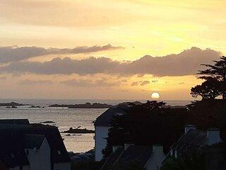 Ar C'hreiz villa classee 4**** vue mer plage a pied, Wi-fi jardin et parking