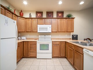 Adjoined King Bed Condo + Queen Suite - 2 Full Baths, Full Kitchen, and Kitchene