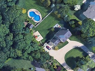 North Fork Oasis by the Sea Heated Pool high end Hot tub steps to beach!