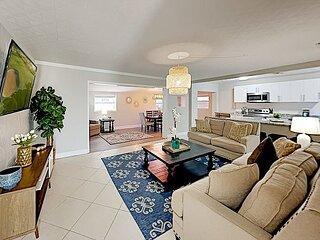 South Tampa Gandy Retreat   Serene Backyard Hideaway, Patio & Alfresco Dining