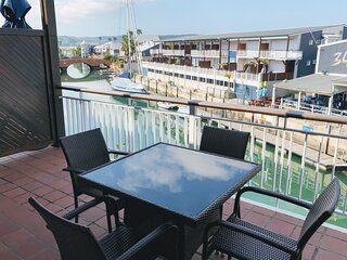 Shaun's Waterfront Apartment ♥ Patio with Marina Views | WIFI | Braai