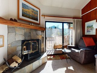 Bright and Spacious, Private Balcony, On Free Shuttle Route, Summer Pool