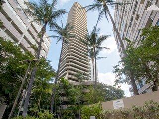 Cozy ocean view high floor Waikiki with FREE Parking