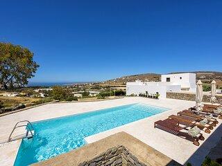 Villa Aktaia with 4 br and private pool close to Parikia