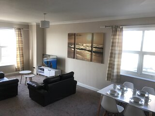 2 Bedroom First Floor Apartment with uninterrupted sea views across the Bay