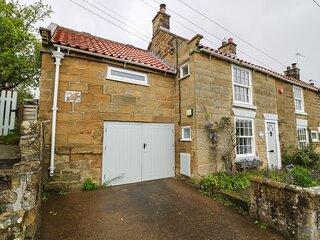 1 BELLE VUE period cottage, en-suite, woodburning stove, garden, in Osmotherley