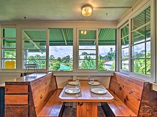 NEW! Quaint Couples Getaway in Heart of Hilo Town!