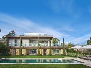 Magnifique villa contemporaine recente, 5 chambres, jardin plat, grande piscine