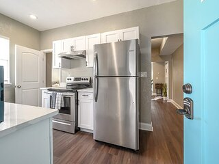 'The Typersetter Flat' - 1BR Apt in Armory Gardens