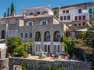 ONOS residence is a beautiful three level villa, located in Kamini Hydra