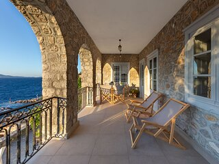 ONOS ΙΙΙ is an elegant 2 bedroom suite with spectacular sea views