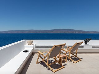 ONOS V is an elegant 1 bedroom suite with a spectacular terrace with sea views