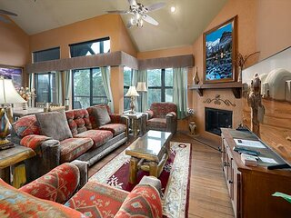 River Mountain Lodge W402 Condo: Ski-In, Hot Tub!