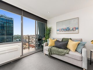 1-Bed Balcony Unit next to Flagstaff Gardens and CBD