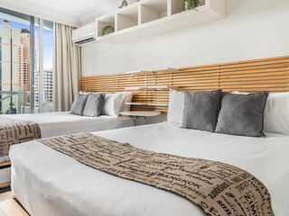 Balcony Unit in Heart of Broadbeach Shops and Dining