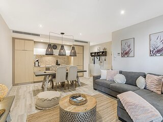 Premium 2-bed with Parking Near Casino and Dining