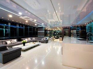 10 Bedroom Parque Lleras Palace Glass Penthouse