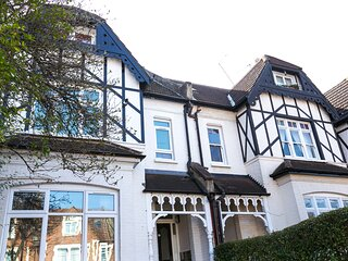 Nice private self-contained apartment close to the West End