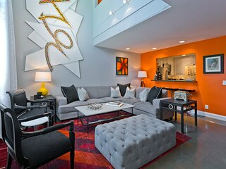 Upscale Designer Townhouse in the heart of Palm Springs (Near Convention Center)