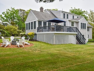 #917: Newly Updated, Expansive Deck, Large Private Yard, Firepit, Sunroom, Walk