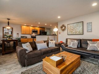 Perfect Portland Location, Tiki Backyard Layout /w Fire-pit, Open Floor Plan, 6