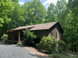Carolina Dream-4 BR, Pet Friendly, WIFI, Game tables, Fire pit, Paved Street