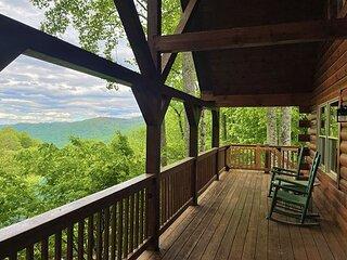 2 Bedroom Loft 2 Bath Cozy Cabin, Private, Views,Porch, WIFI, Hot Tub Firepit