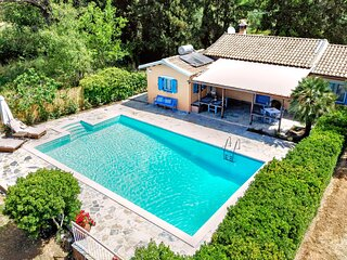 Villa Nautilus - 1BDR House with Private Pool and Garden