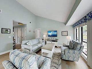 Updated Lake Forest Villa w/ New Furnishings: Pool & Tennis, Near Beach!