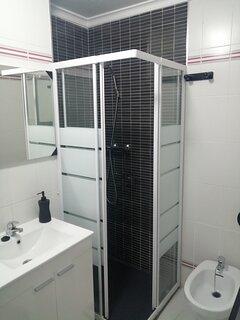 Baño reformado totalmente equipado