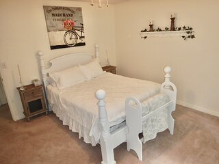 Eagle River Bed and Breakfast - farmhouse room