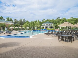 Family Vacay! 2 Cozy Units Near Attractions, Pool, Golf