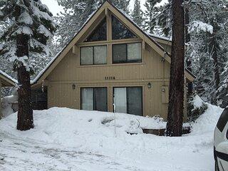 Knotty Pine Cabin Escape in the Sierras (Dog Friendly)