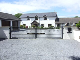 3 Bed Cottage with Hot Tub &  Near New Quay, Wales