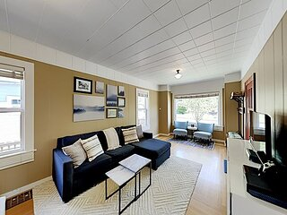 Walkable Phinney Ridge   Outdoor Living, Family-Friendly, Fully Fenced Yard