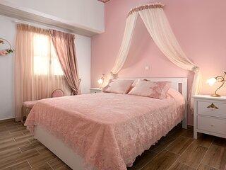 Marika's Deluxe Rooms - Room 3