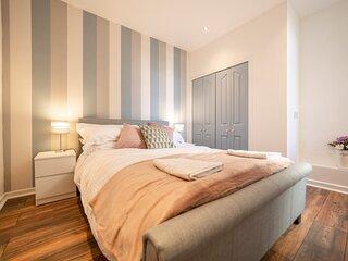 Charles Alexander Short Stay - Highcliffe Emerald Suite