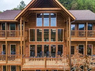 Awesome Mountain Sunsets - 5 Bedrooms, 5.5 Baths, Sleeps 16