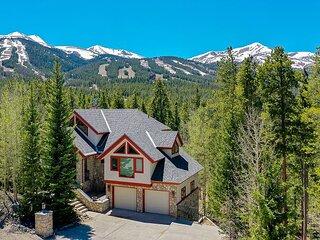 Happy Trails Lodge Home: Large, Stylish, Hot Tub!