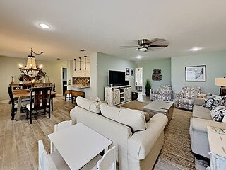 Augusta Village 523 - 6-SEAT GOLF CART, GRILL, single family home, Free WIFI