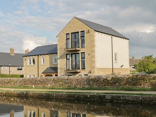 LOCK VIEW, superb views of the countryside and canal, hot tub, ref: 928846