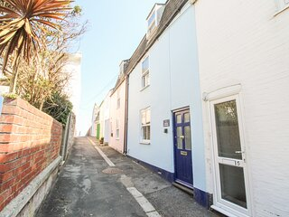 FIRKIN COTTAGE, Sleeps 6, close to Harbour and Newton's Cove, WiFI, Weymouth