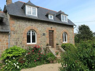 Maison renovee a 100m de la mer, avec WIFI, jardin a TREGASTEL