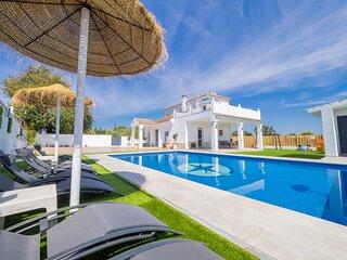 Cubo's Villa Pilar