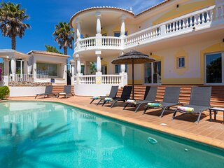 Villa Palmeiras Private infinity pool, Jacuzzi Spa, Games room, Air conditioning