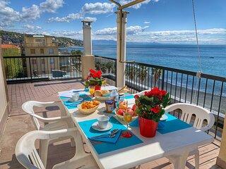 ILA5803 House Gino Attic by Holiday World
