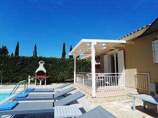 Villa with private garden in Svoronata.