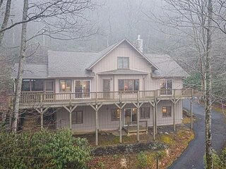 Top of The World | Montreat Home with Screened Porch, Grill, Deck & Views!